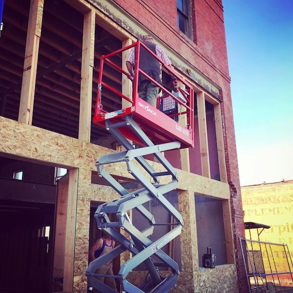 Scissor lift for storefront work